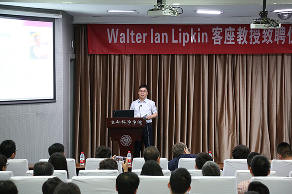 Deling Kong, Dean of School of Life Sciences, Nankai University making an opening speech