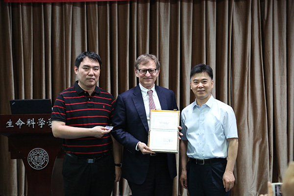Deling Kong issued the appointment letter for Prof. Lipkin