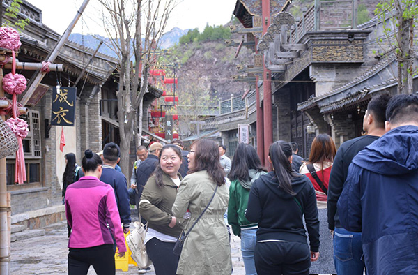 Enjoy the attractive scenery of the town