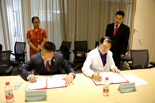 The two parties signing the cooperation agreement